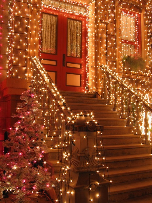 christmas-porch-and-front-door-decorating-ideas-9