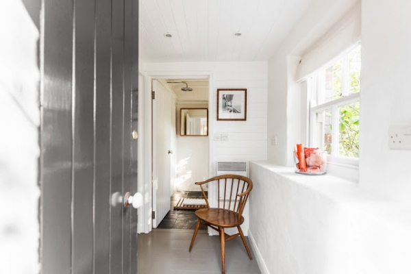 contemporary-and-cozy-english-cottage-10
