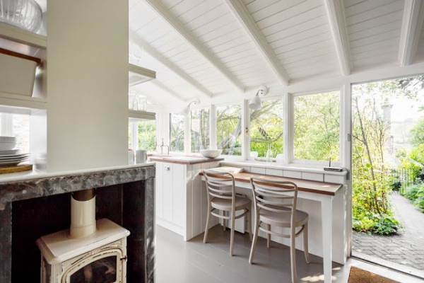 contemporary-and-cozy-english-cottage-2