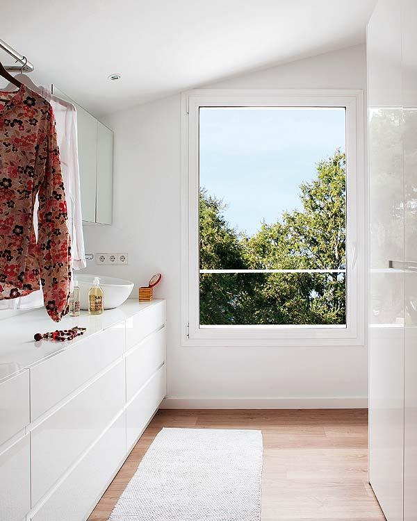 contemporary-fresh-interior-of-a-spanish-villa-11