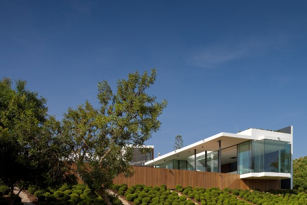 contemporary-golf-residence-in-portugal-2