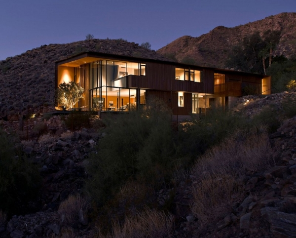 contemporary-luxury-surrounded-by-a-rocky-desert-landscape-3