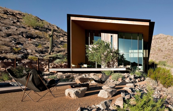contemporary-luxury-surrounded-by-a-rocky-desert-landscape-5
