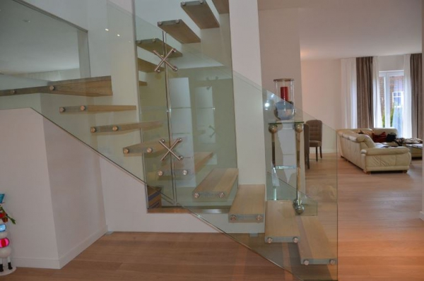 Contemporary staircases can make a home (16)