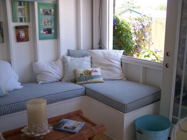 adorable-small-house-on-the-beach-4