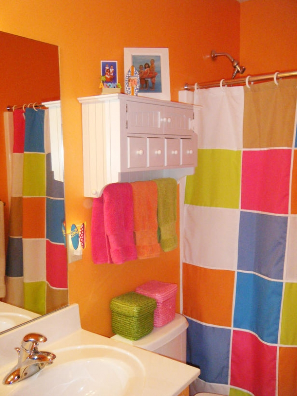 creating-colorful-bathrooms-17