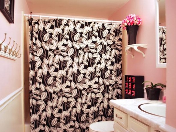 creating-colorful-bathrooms-2