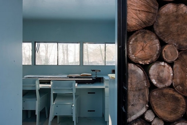 creatively-crafted-tree-trunk-house-3