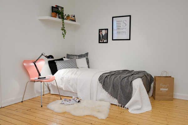 cute-apartment-with-simple-black-and-white-decor-9