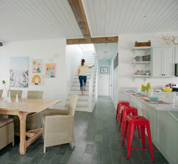 Cottage Kitchen Flooring Continued: Cute Beach House Design