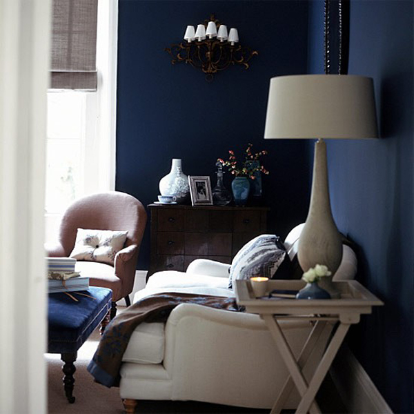 dark-shades-in-the-living-room-5