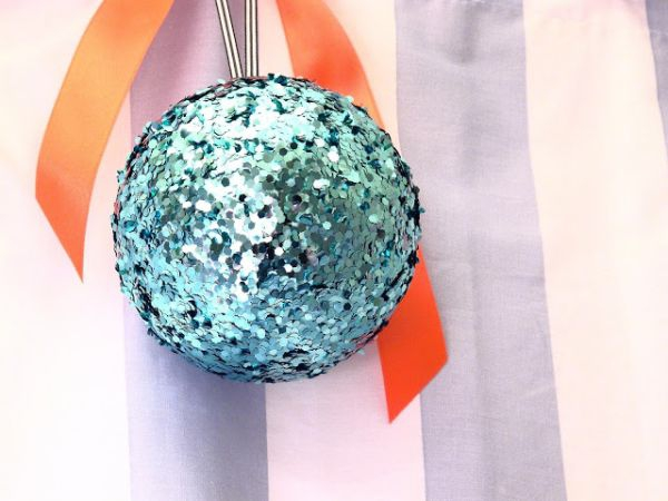 decorate-with-christmas-ball-ornaments-21