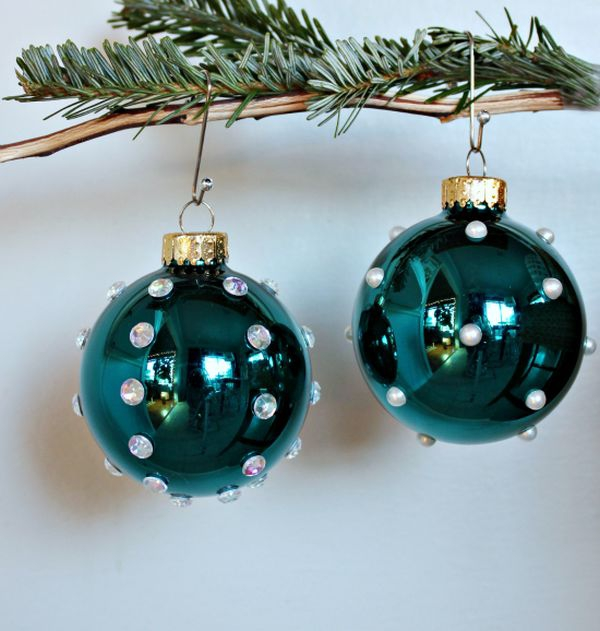 decorate-with-christmas-ball-ornaments-7