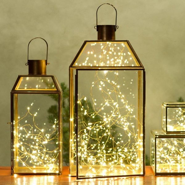 decorating-with-christmas-lanterns-1