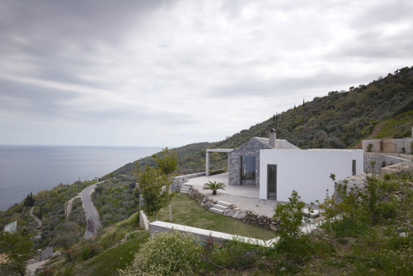 Designs to leave you speechless contemporary villa in Greece (2).jpg