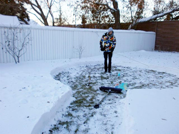 diy-colorful-igloo-in-the-backyard-1