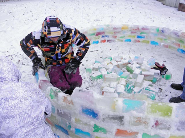 diy-colorful-igloo-in-the-backyard-3