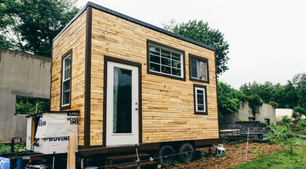 Fine Diy Tiny House Proves You Can Live More Simply Adorable Home Largest Home Design Picture Inspirations Pitcheantrous