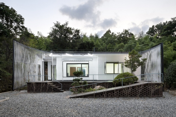 Energy-efficient house with interesting architectural design (11)