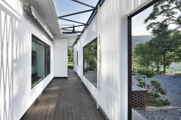 Energy-efficient house with interesting architectural design (5)