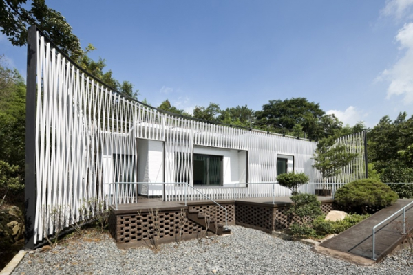 Energy-efficient house with interesting architectural design (9)