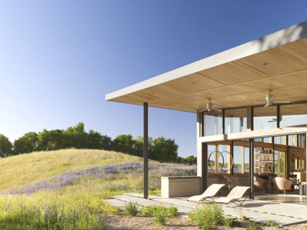 environmentally-friendly-home-design-on-the-californian-hills-4
