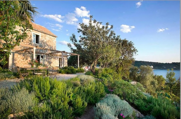 fashioning-the-perfect-getaway-an-adriatic-home-2