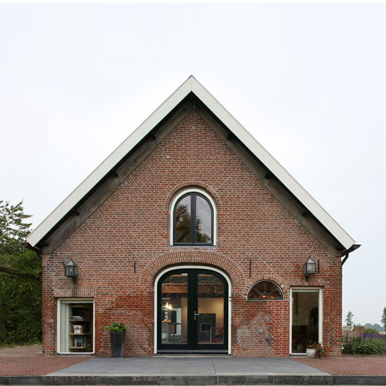 former-barn-now-modern-house-5