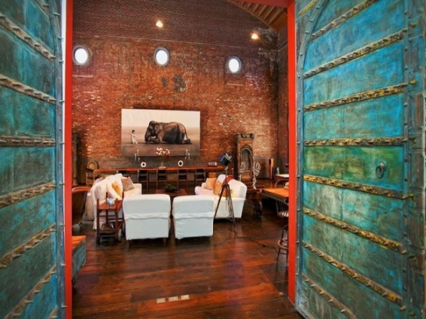 former-concert-hall-now-extravagant-loft-14
