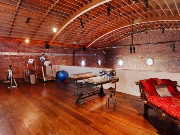 former-concert-hall-now-extravagant-loft-16
