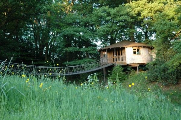getaway-in-this-huge-tree-house-1