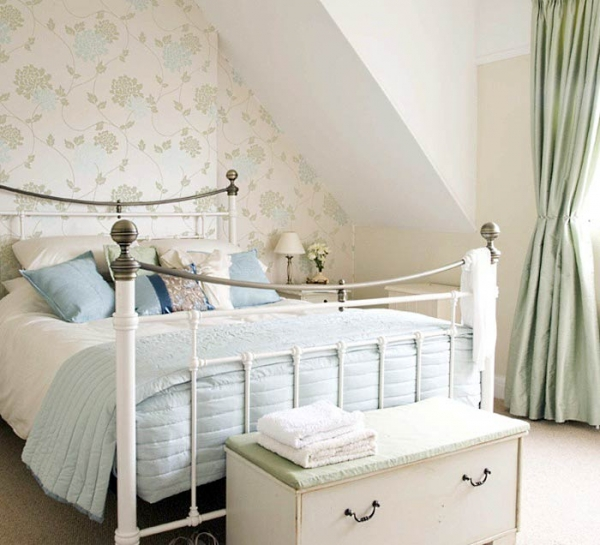 give-your-bedroom-a-romantic-makeover-4