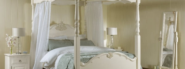 give-your-bedroom-a-romantic-makeover-9