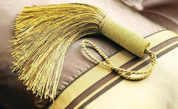 glamorous-gold-essentials-2