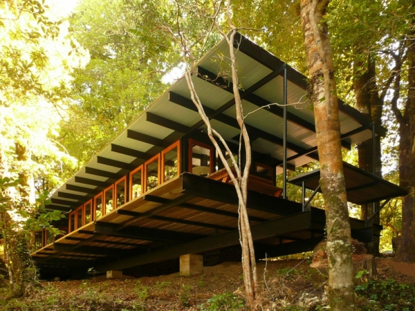gorgeous-and-eco-friendly-a-recycled-materials-home-1