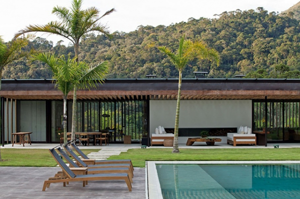 hidden-holiday-mansion-perfect-for-relaxation-5