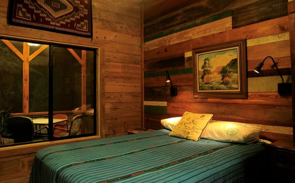 la-arboleda-a-beautifully-reclaimed-wood-cabin-10