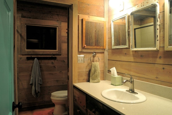 la-arboleda-a-beautifully-reclaimed-wood-cabin-11