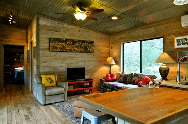 la-arboleda-a-beautifully-reclaimed-wood-cabin-9
