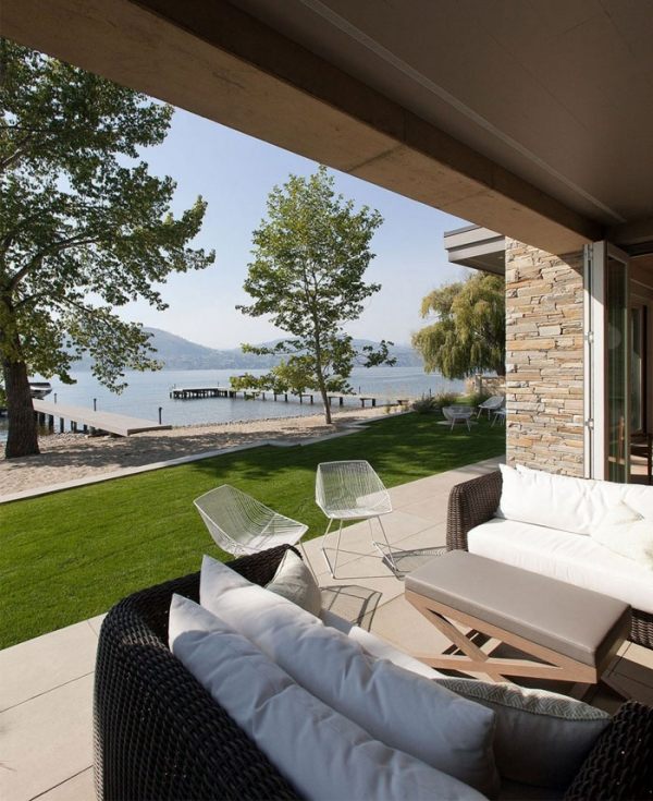 Lakeside retreat in British Columbia, Canada (2).jpg