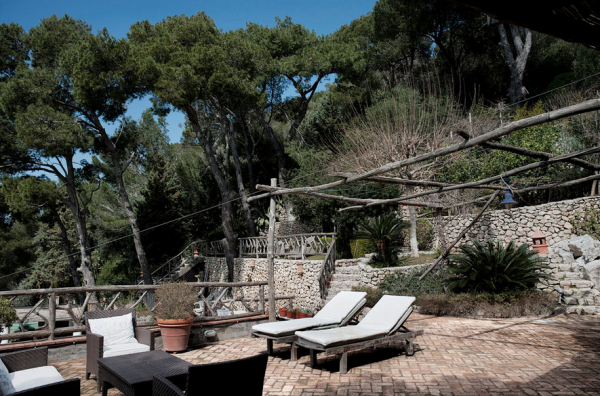 lay-back-and-relax-in-this-mediterranean-villa-10