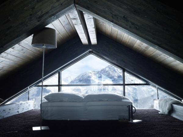 lovely-glass-chalet-tucked-away-in-the-mountains-11