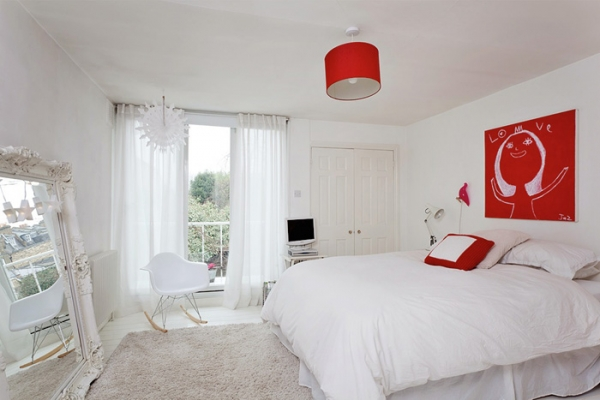 lovely-red-and-white-in-this-london-house-10