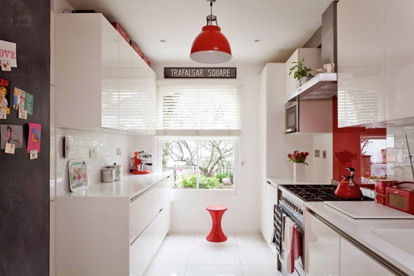 lovely-red-and-white-in-this-london-house-7