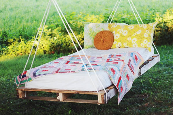 make-your-own-diy-pallet-swing-bed-1