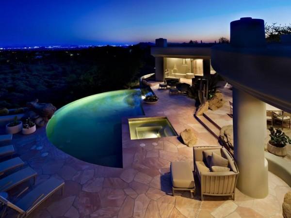 Marvelous house tucked away in the Arizona Desert (2)