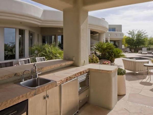 Marvelous house tucked away in the Arizona Desert (23)