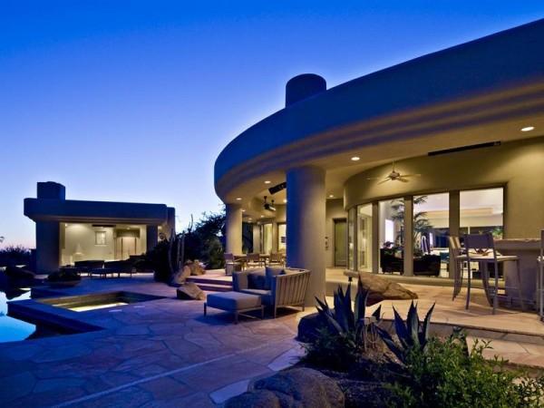 Marvelous house tucked away in the Arizona Desert (3)