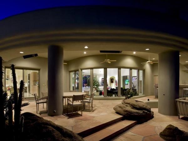 Marvelous house tucked away in the Arizona Desert (4)
