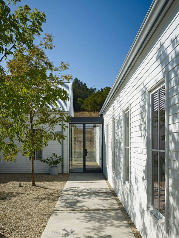 minimalism-inspired-single-story-home-3